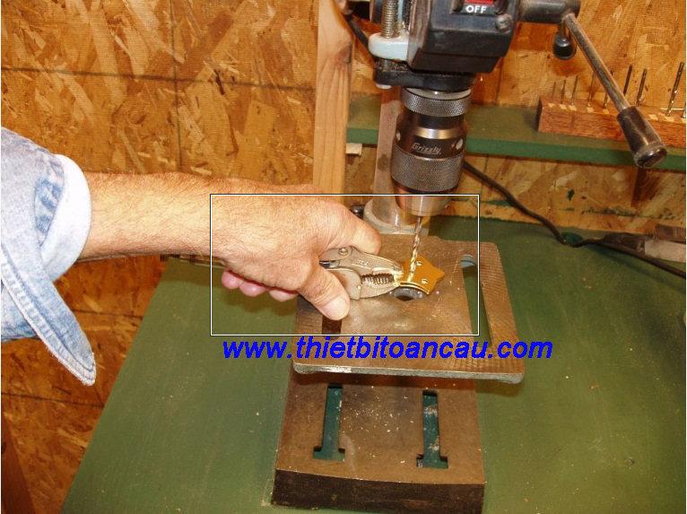 An toàn khi sử dụng máy khoan ta rô