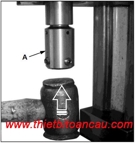 Lắp đầu kẹp mũi khoan từ vào máy